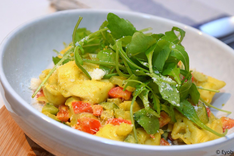 ortellini met parmezaanse kaas en pesto (vegetarisch)