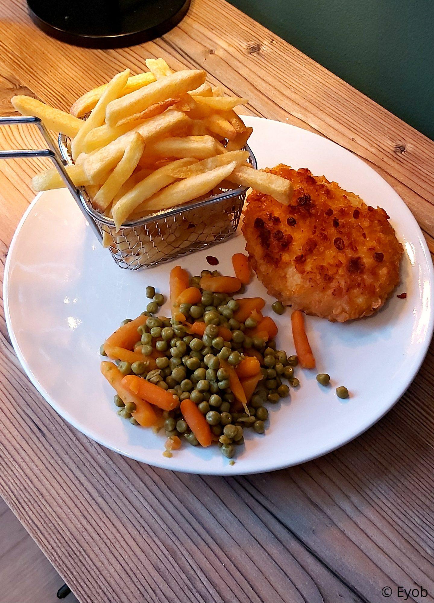 Een kleurrijk bordje vol, althans vind ik haha.  Maandag aten we aardappelpartjes die gemarineerd zijn in kruidenolie.