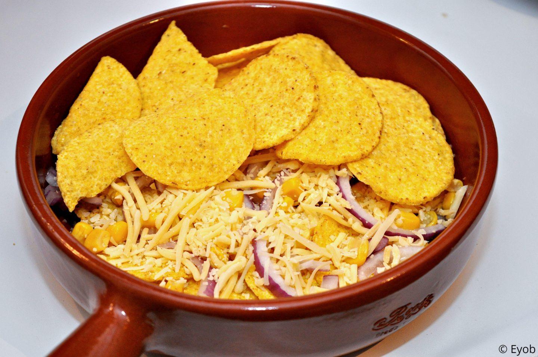 Nacho's met mais, kaas en rode ui