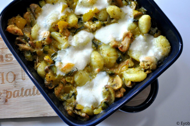 Ovenschotel met gnocchi, pesto, kip en mozzarella