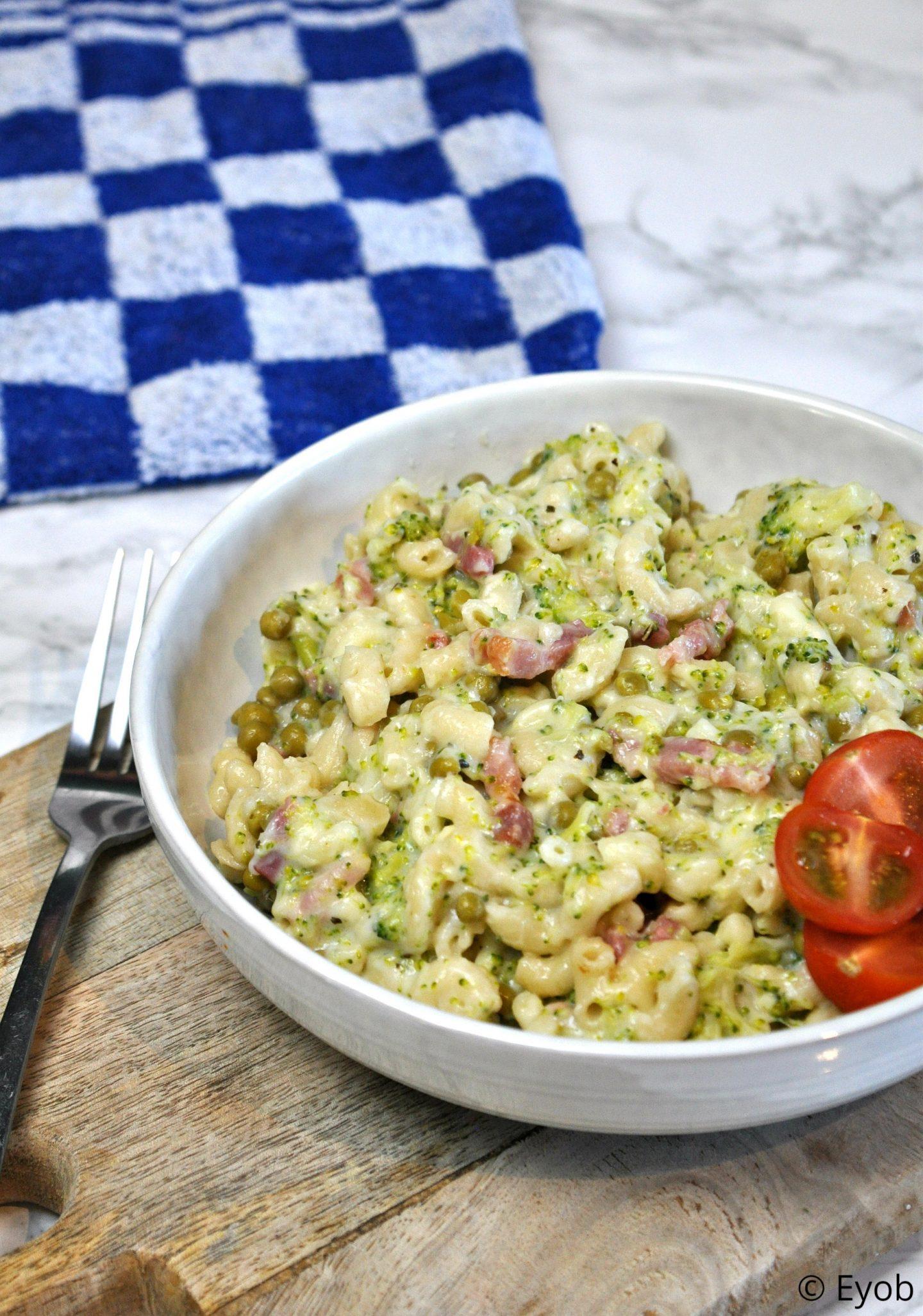 Pasta met broccolisaus en spekjes